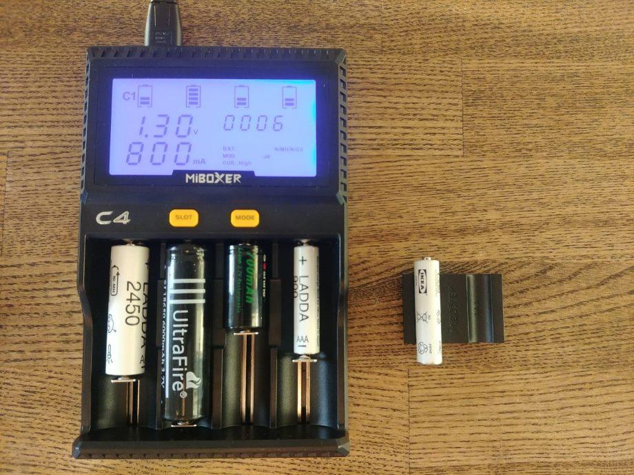 Заряжаем АА, ААА и другое цилиндрическое и аккумуляторное - 10