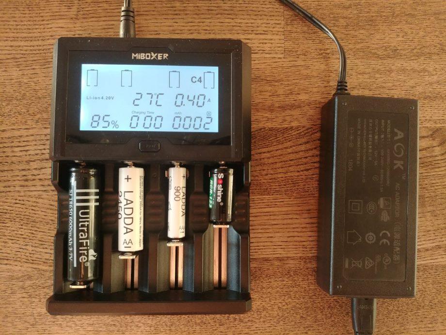Заряжаем АА, ААА и другое цилиндрическое и аккумуляторное - 12