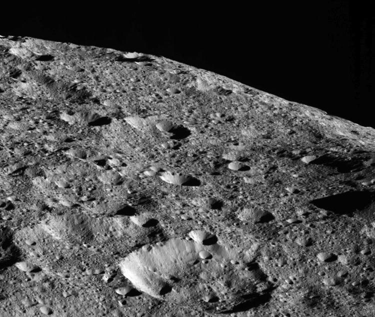 Зонд Dawn рассмотрит Цереру с минимального удаления
