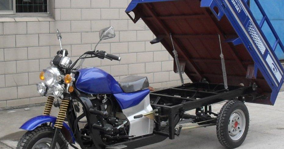 Возим машину на мотоцикле и экономим топливо (видео)