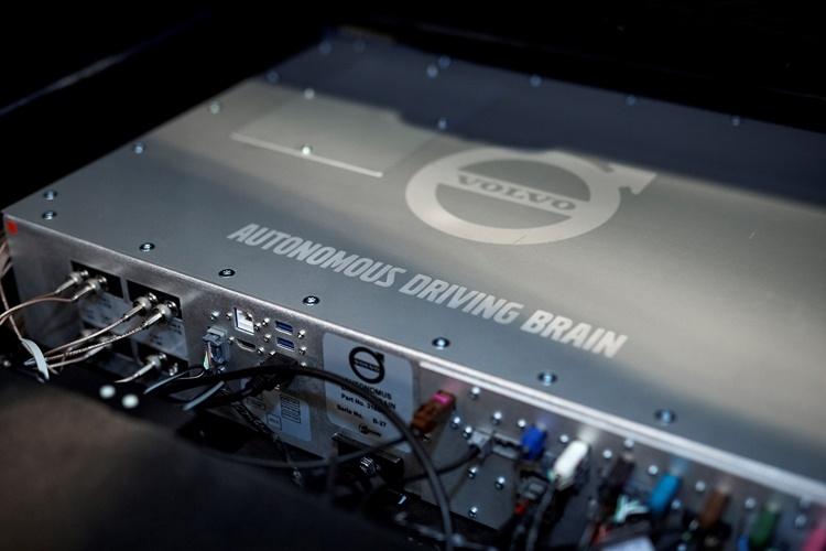 К 2025 году каждый третий новый автомобиль Volvo получит систему самоуправления