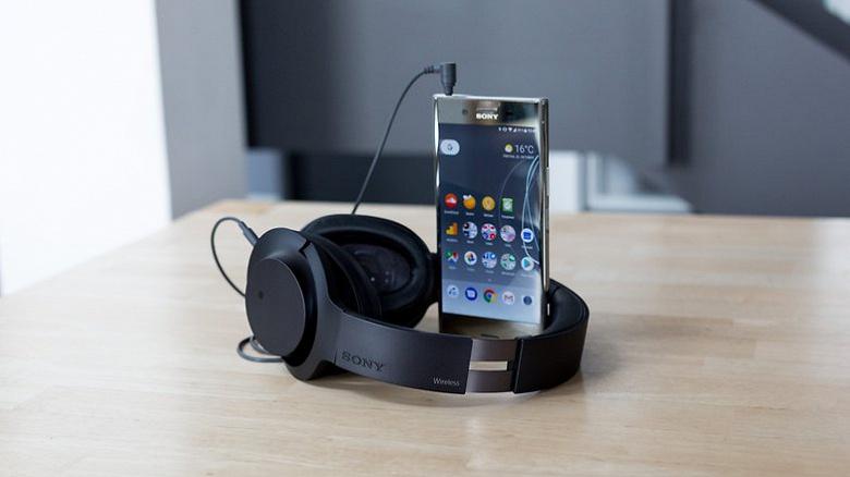 Смартфон Sony Xperia XZ Premium возглавил рейтинг удовлетворённости пользователей AnTuTu