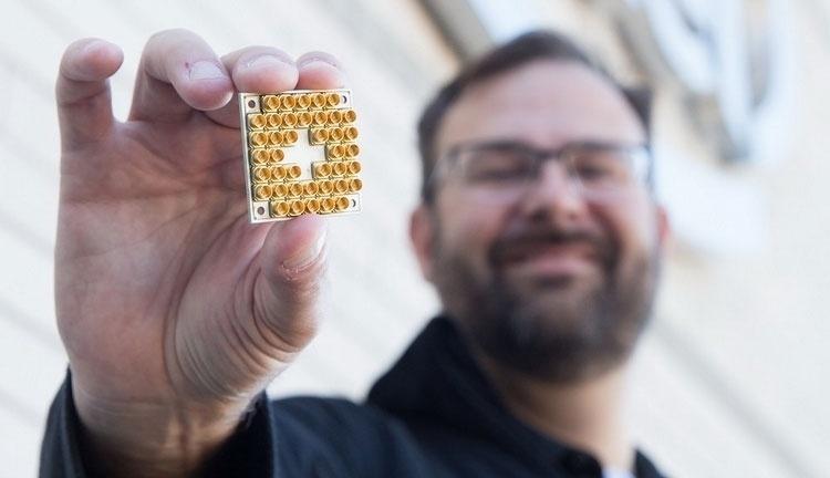 Intel приступила к испытаниям мельчайшего чипа на спиновом кубите