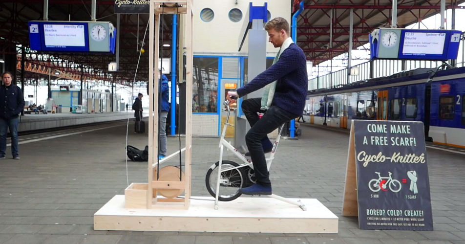 Велотренажер вяжет шарф: решение для холодных зим
