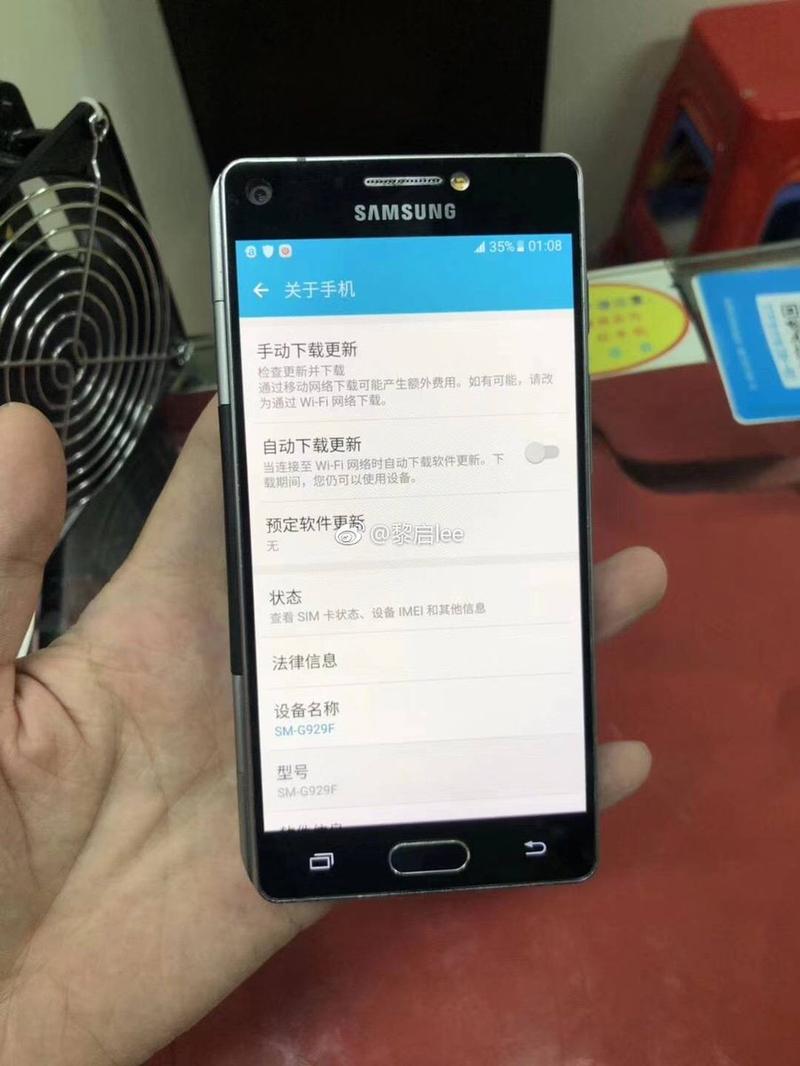 Складной Samsung с двумя экранами показали на фото