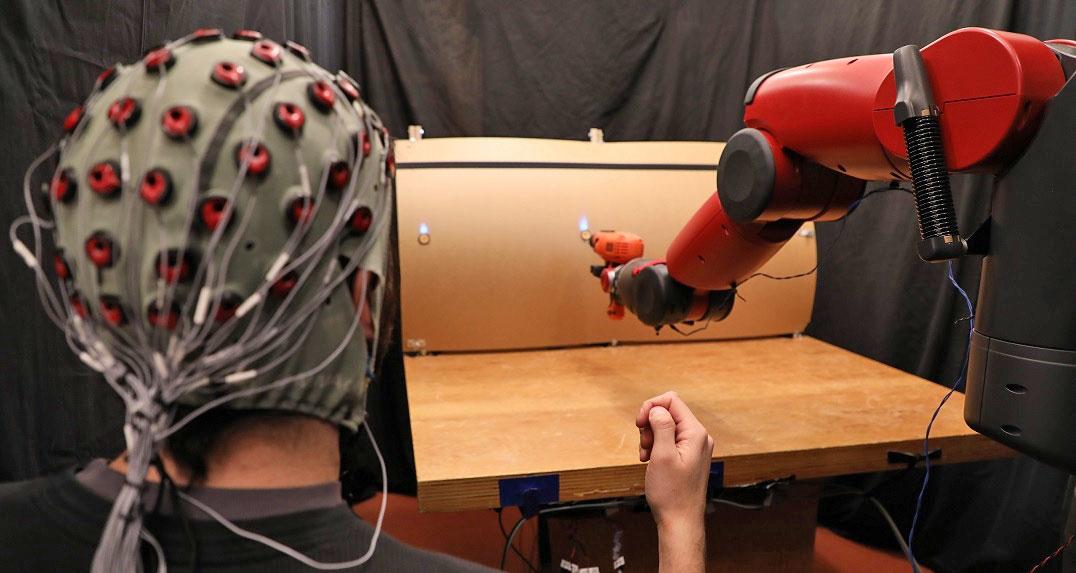 Управление роботом посредством мозговых волн и жестов