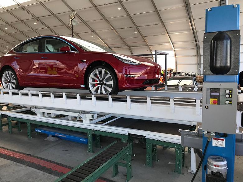 Tesla строит гигантские «палатки» для того, чтобы нарастить темпы производства Model 3