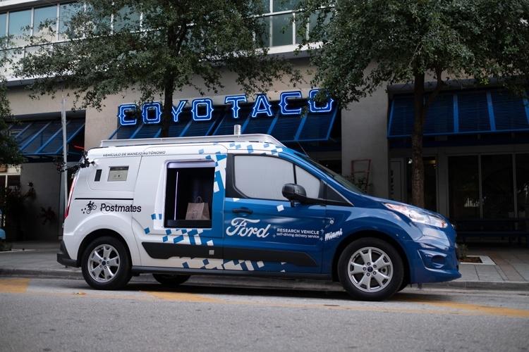 «Беспилотный» фургон Ford Transit Connect начал доставлять еду и товары