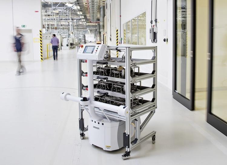 Škoda начала внедрение «умных» роботов-транспортёров