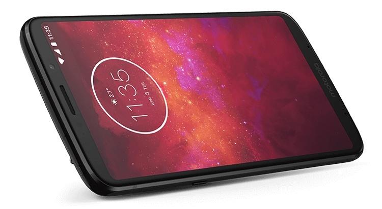Смартфон Moto Z3 Play вышел в версии с увеличенным объёмом памяти