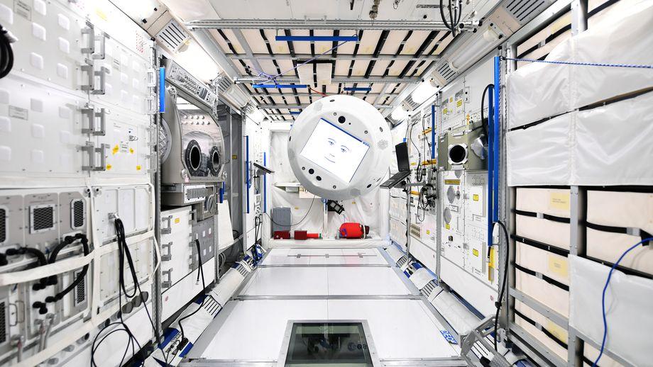 SpaceX отправила на МКС робота с искусственным интеллектом - 1