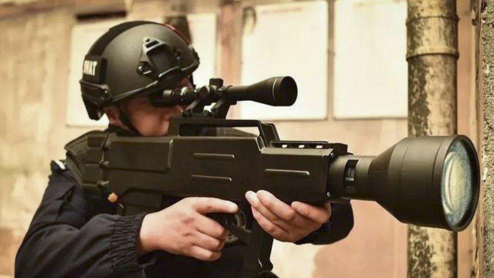 Китайцы представили лазерное ружье с дальнобойностью почти километр - 1