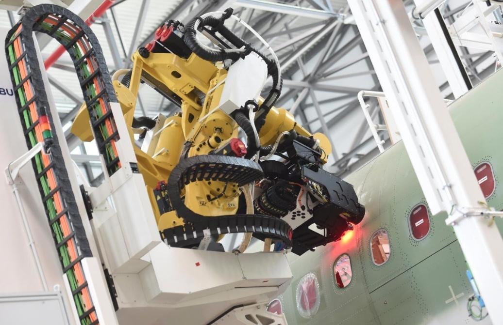 Самолеты станут надежнее? Авиастроители внедряют роботов на предприятия - 1
