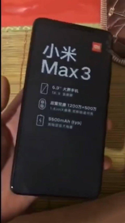 Фотогалерея дня: огромный Xiaomi Mi Max 3 в руках пользователя - 1