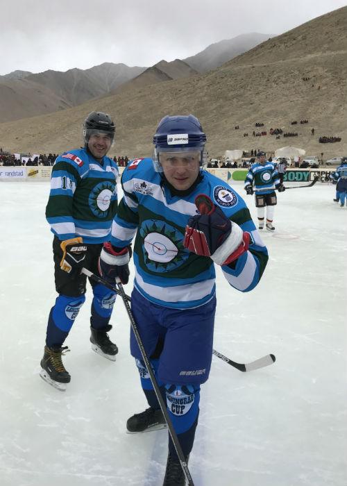 Хоккейный матч на рекордной высоте