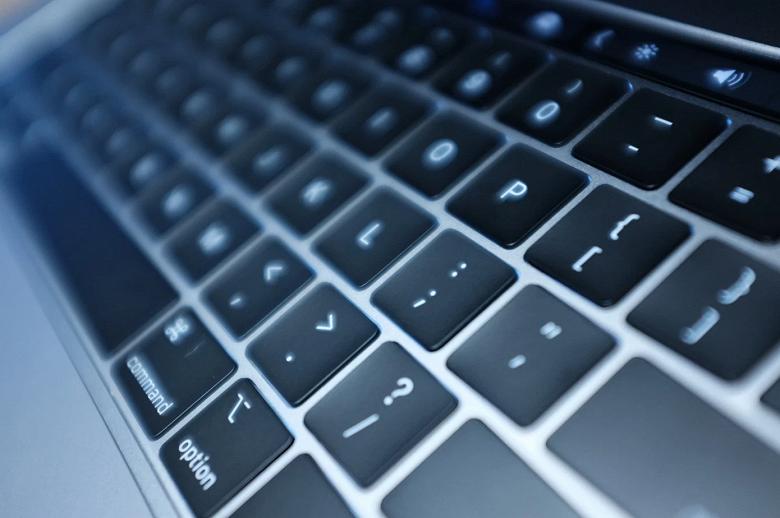 Новые MacBook Pro действительно оснащены более тихой клавиатурой