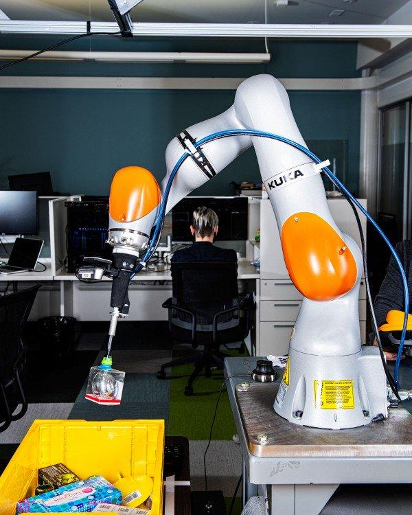 Сингулярность приближается: ИИ начинает управлять роботами - 2