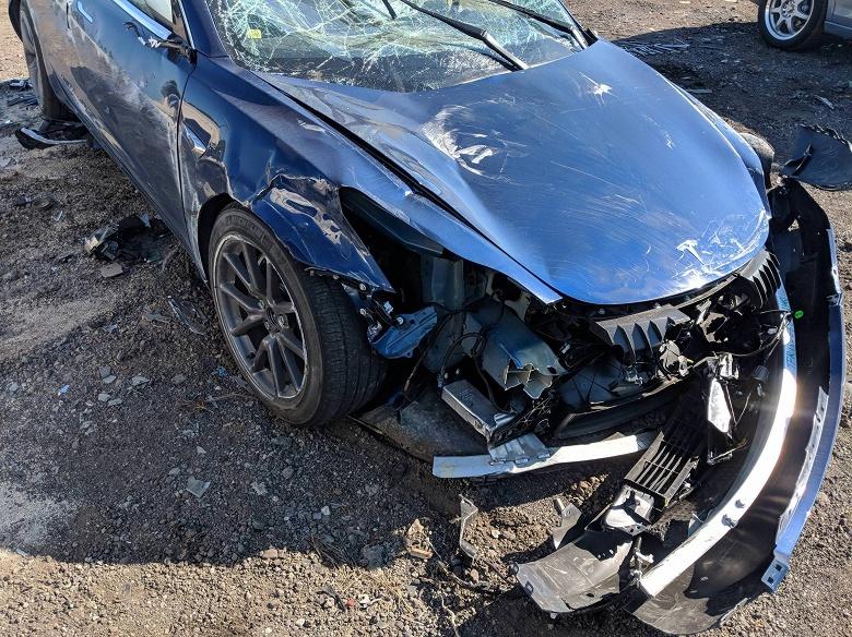 Авария Tesla Model 3