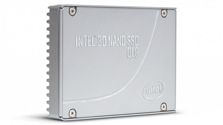 Intel начинает выпуск SSD на базе флэш-памяти QLC NAND
