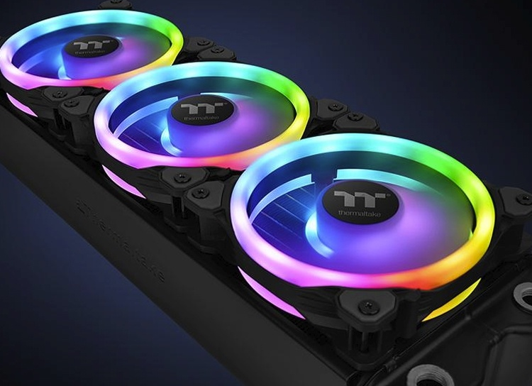 Thermaltake Riing Trio 12 RGB: комплект вентиляторов с тройной подсветкой