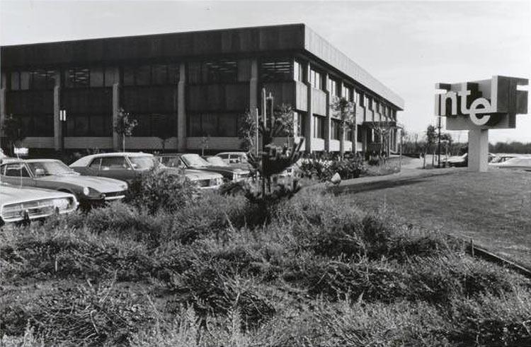 Гордон Мур рассказал, как была учреждена Intel 50 лет назад