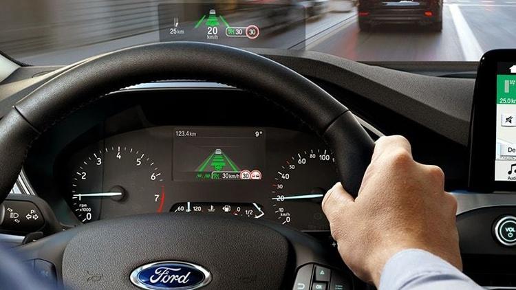 В Ford создан проекционный дисплей с улучшенными характеристиками