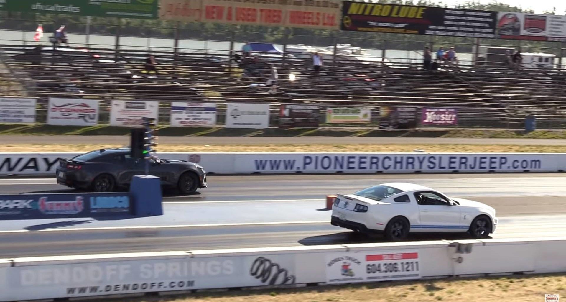 Mustang Shelby GT500 против Camaro ZL1: дрэг-гонка