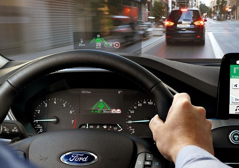 Изображение на новом проекционном экране для автомобилей Ford видно даже в поляризующих очках
