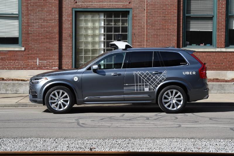 Робомобили Uber возвращаются на дороги, но водить их будут люди - 1
