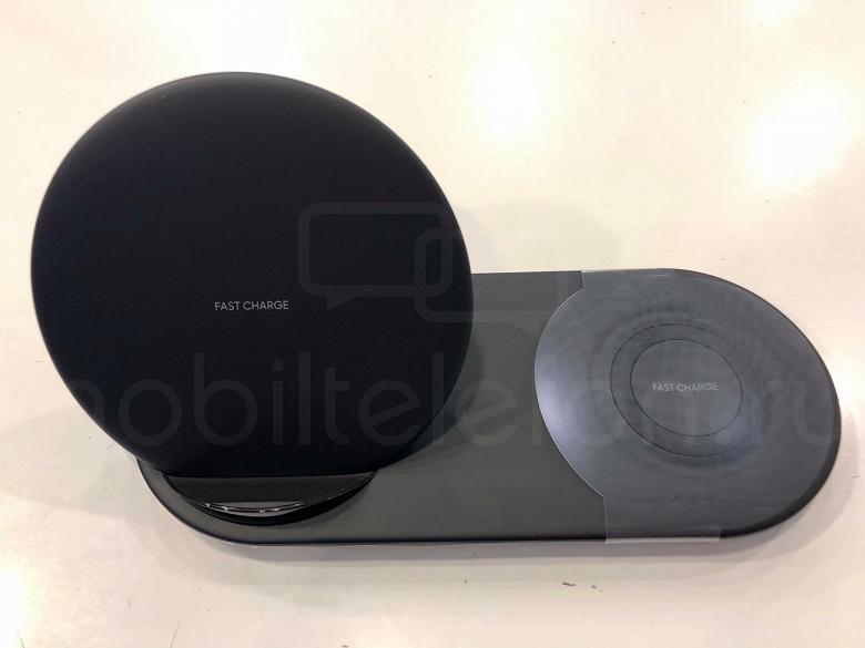 В России уже продается еще не анонсированная беспроводная зарядная станция Samsung Wireless Charger Duo