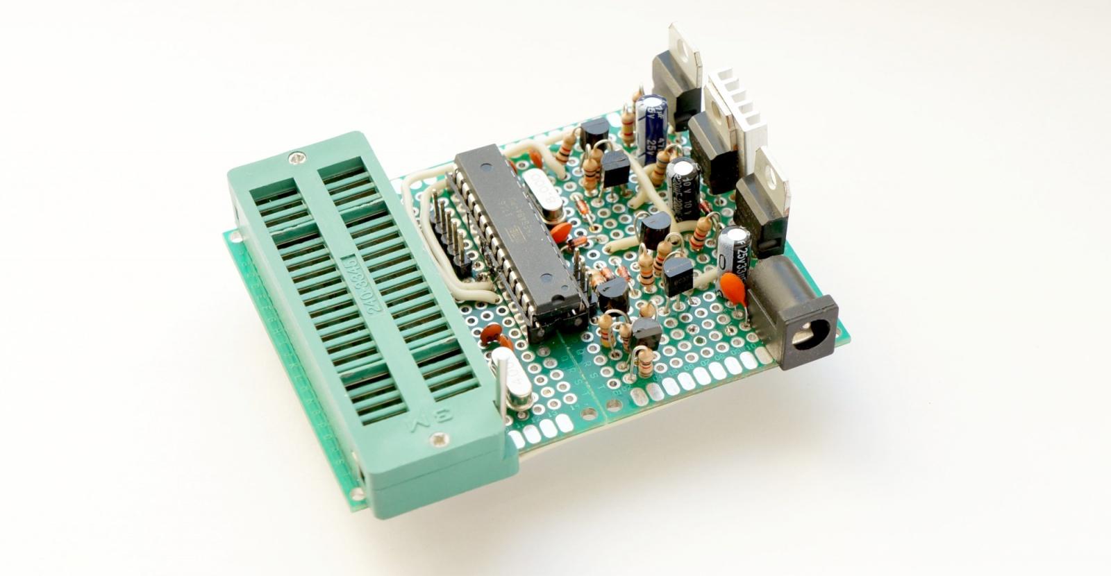 Ретро-разработка для первой портативной консоли из далекого 1979 года - 11