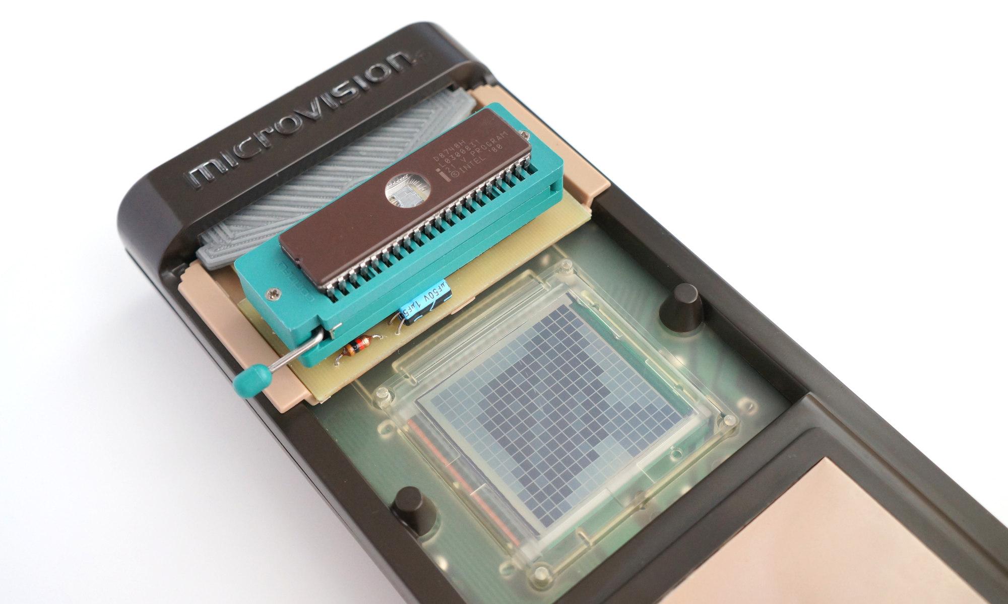 Ретро-разработка для первой портативной консоли из далекого 1979 года - 13