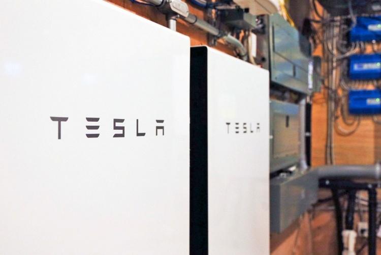 Новая функция батареи Tesla Powerwall поможет лучше подготовиться к непогоде