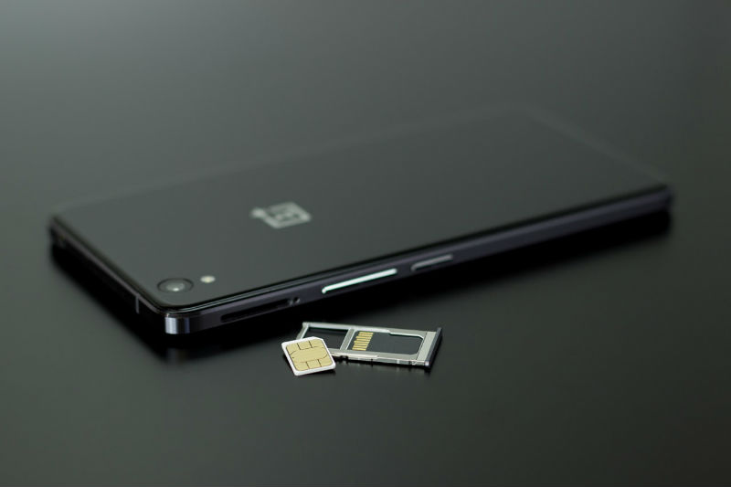 Расследование Motherboard: Как киберпреступники воруют мобильные номера с помощью сотрудников телеком-компаний - 1