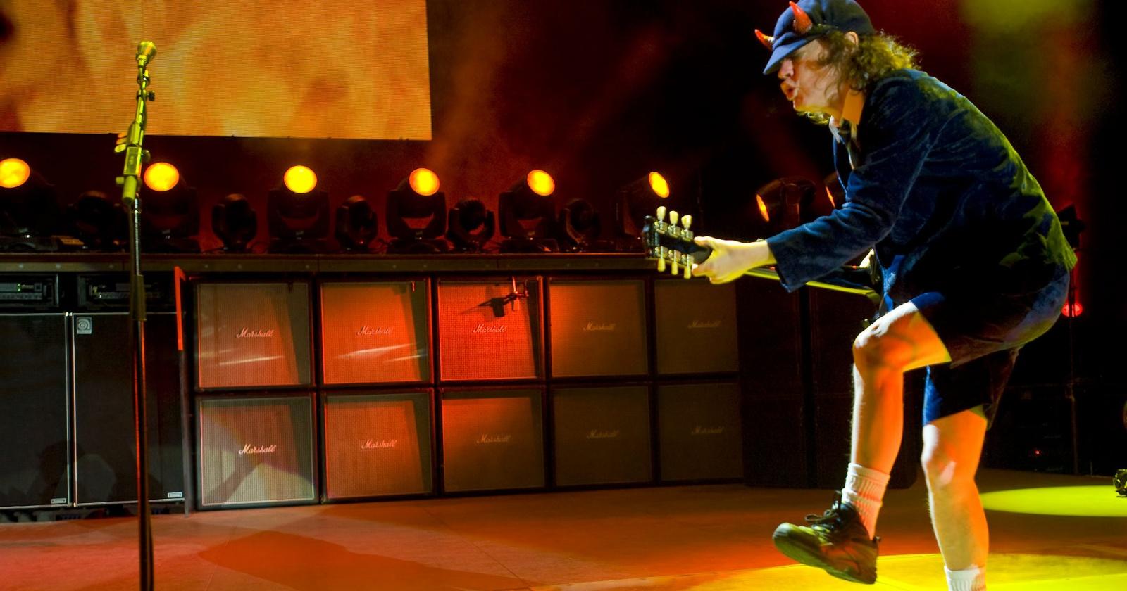 457 музыкантов одновременно сыграли песню AC/DC