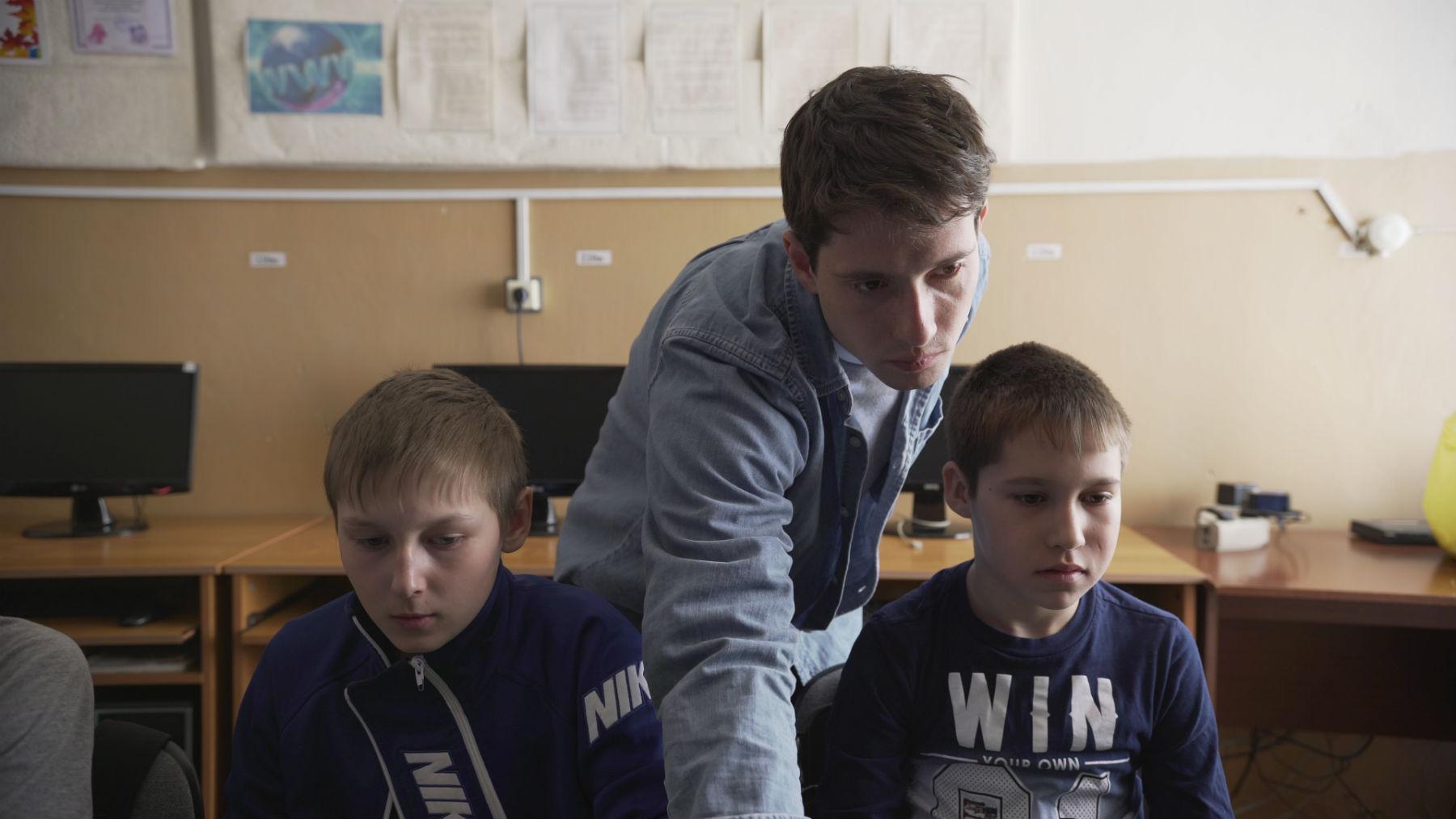 Могут ли дети в селах стать программистами, если рядом учат только на железнодорожников. Разговор с «Кружком» - 1