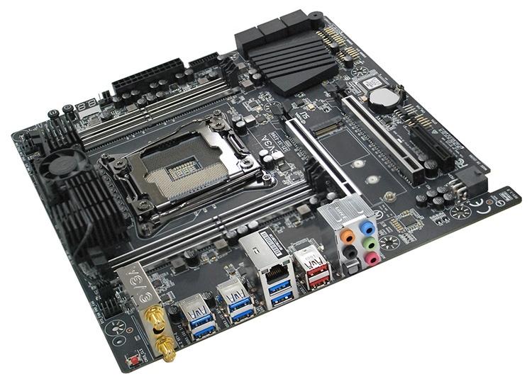 Плата EVGA X299 Micro ATX 2 оснащена активным охлаждением