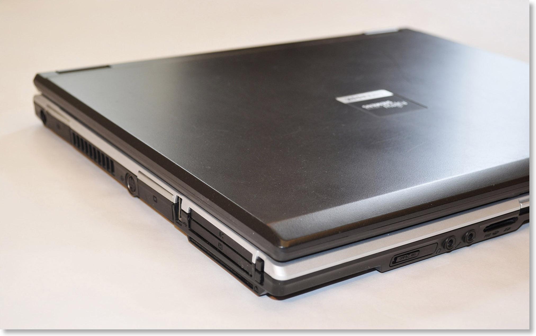 Старинный ноутбук с портами PCMCIA