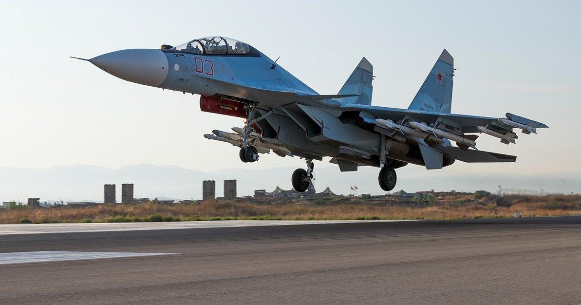 Под Хабаровском самолёты приземлились на шоссе
