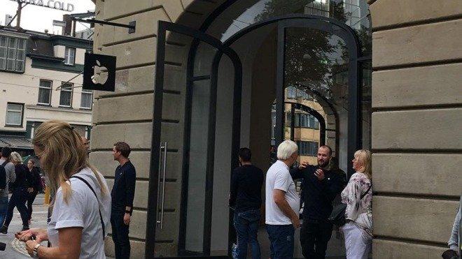 Много дыма: загоревшийся iPad в Амстердаме привел к эвакуации магазина