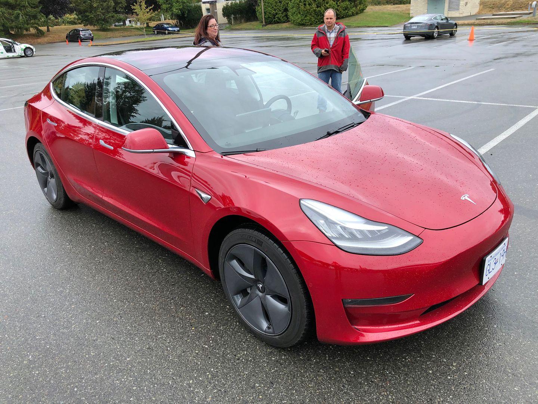 Тест-драйв VW e-Golf, Nissan Leaf и Tesla Model 3 - 15