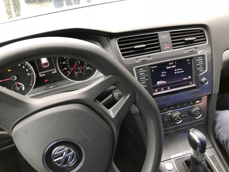 Тест-драйв VW e-Golf, Nissan Leaf и Tesla Model 3 - 6