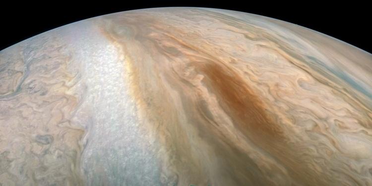 Фото дня: коричневая «баржа» на Юпитере
