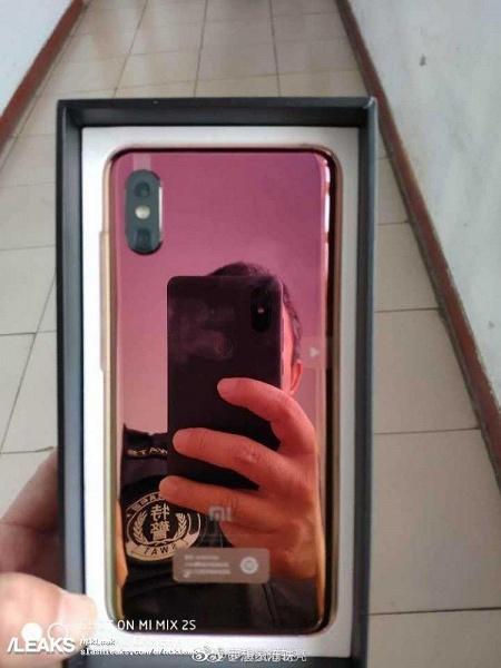 Фото дня: настоящий смартфон Xiaomi Mi 8 Screen Fingerprint достают из коробки - 1
