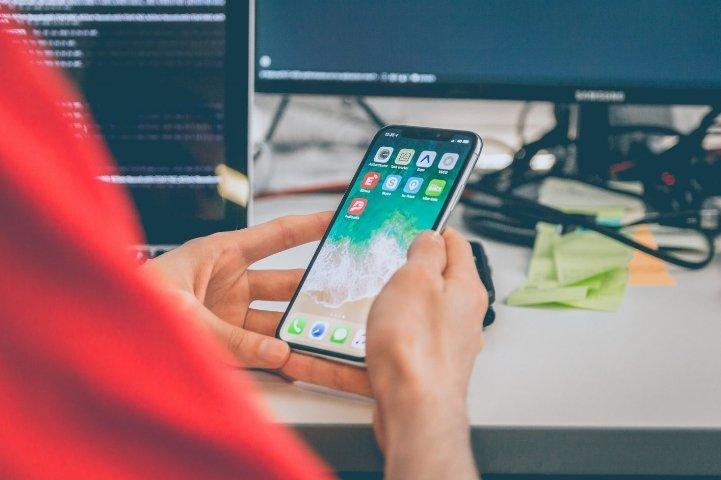 Apple заняла 43% премиального сегмента смартфонов и 88% — в сегменте свыше 800 долларов