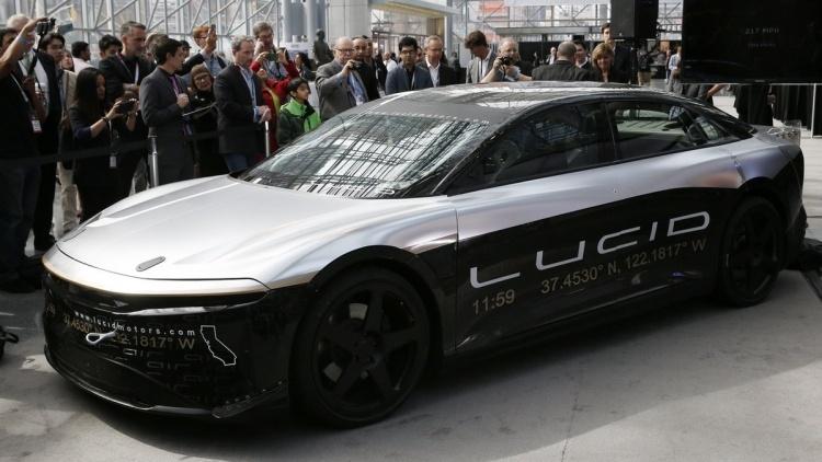 Саудовская Аравия инвестировала в конкурента Tesla более   млрд