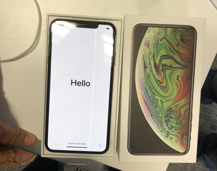 Бракованный iPhone XS Max обнаружен в день старта продаж