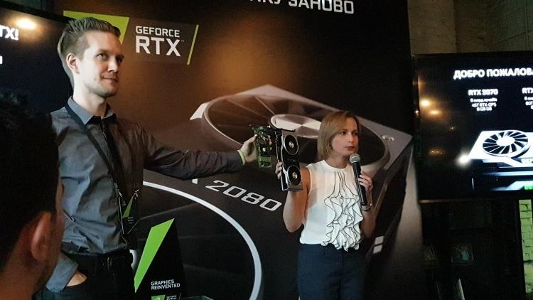 Фото дня: глава лаборатории 3DNews показал коллекцию видеокарт на мероприятии NVIDIA