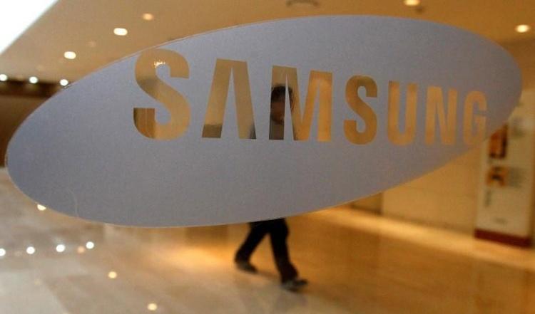 Galaxy P30/P30+ станут первыми смартфонами Samsung с экранным сканером отпечатков