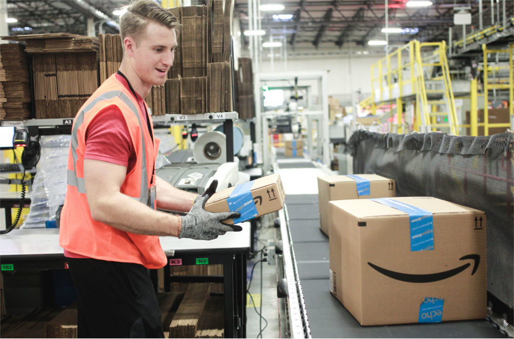 Amazon сдался и повысил зарплаты сотрудникам - 1